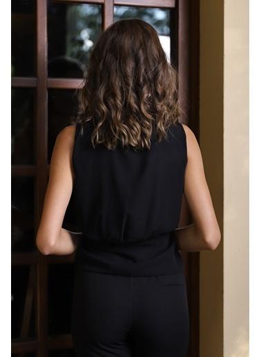 İroni Kolsuz Kruvaze Şifon Bluz Siyah
